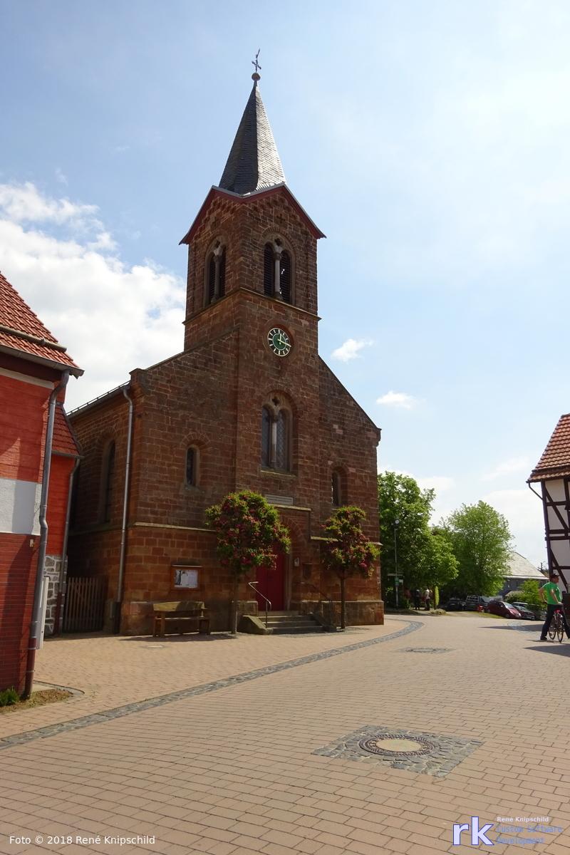 Kirchen in Basdorf von außen